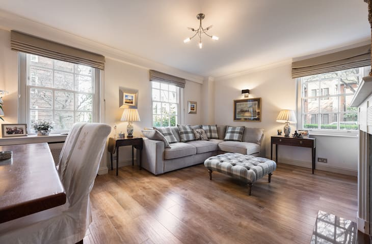 Private Room in Spacious and Elegant Chelsea Flat