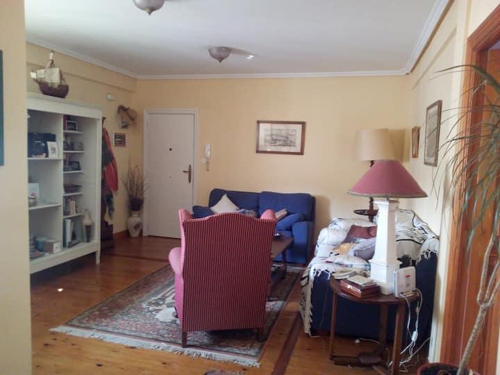 Habitación acogedora con estilo.