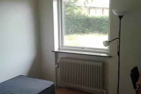 Cozy room in Copenhagen's suburbs - Holte - Leilighet
