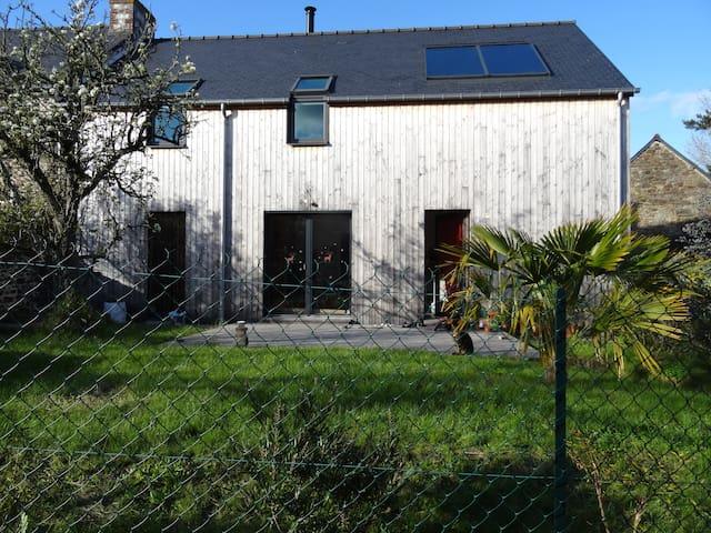 Agréable maison en bois en centre bourg - Plouër-sur-Rance - Dom