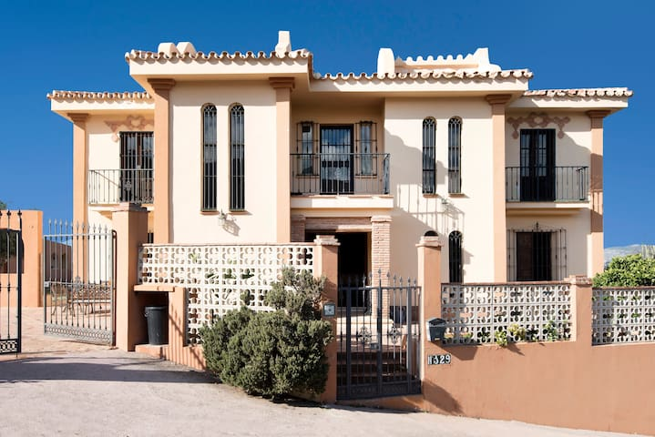 Magnificant villa with 7 bedrooms, pool and A/C