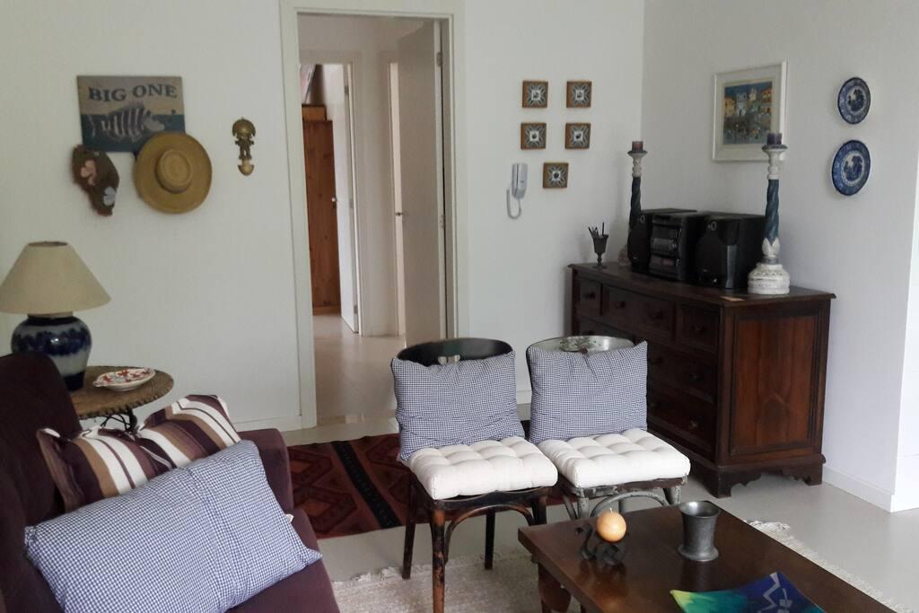 Sala de estar e hall de entrada