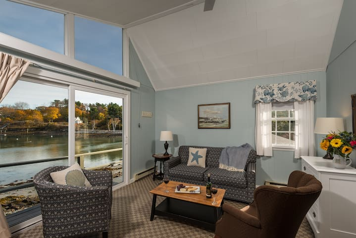 Dockside Guest Quarters waterview, suite
