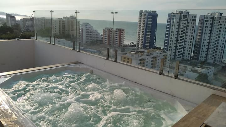 Moderno Penthouse en Tonsupa, con jacuzzi y bbq