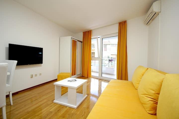 Holiday Apartment 1 Petrovac