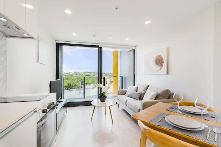 Modern New 1 BRoom-Close to Skytower & Queen St