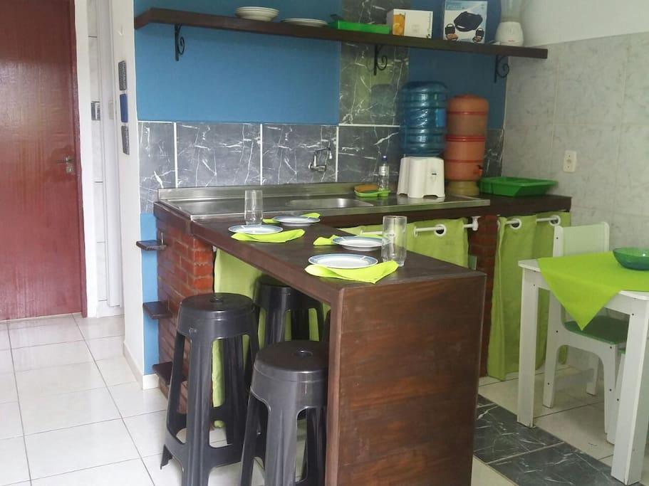Cozinha - Sanduicheira, liquidificador e utensílios