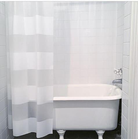 Shower/Bathtub