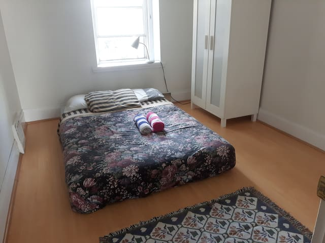 Bedroom 1 of 2 @ King St/Spadina w. FREE PARKING