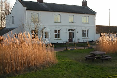 The Cockatrice B&B, beautiful riverside location - Norfolk