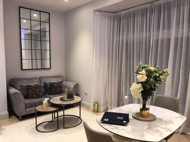 Beautiful apartment, Rest Bay, Sea views & Terrace