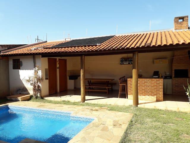 Casa mobiliada com piscina