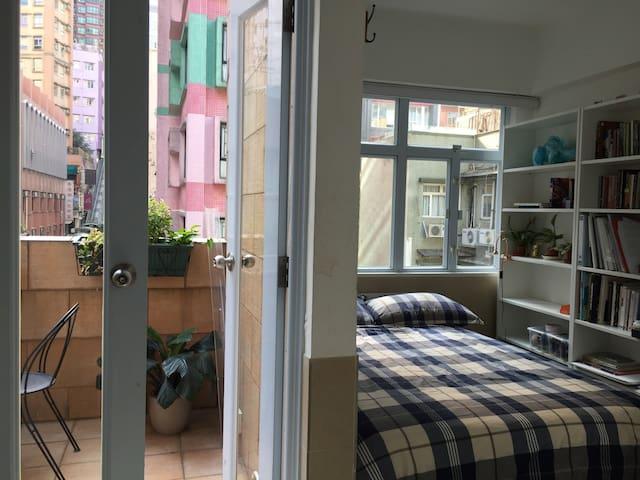 Ideal Soho Studio w/ balcony & rooftop