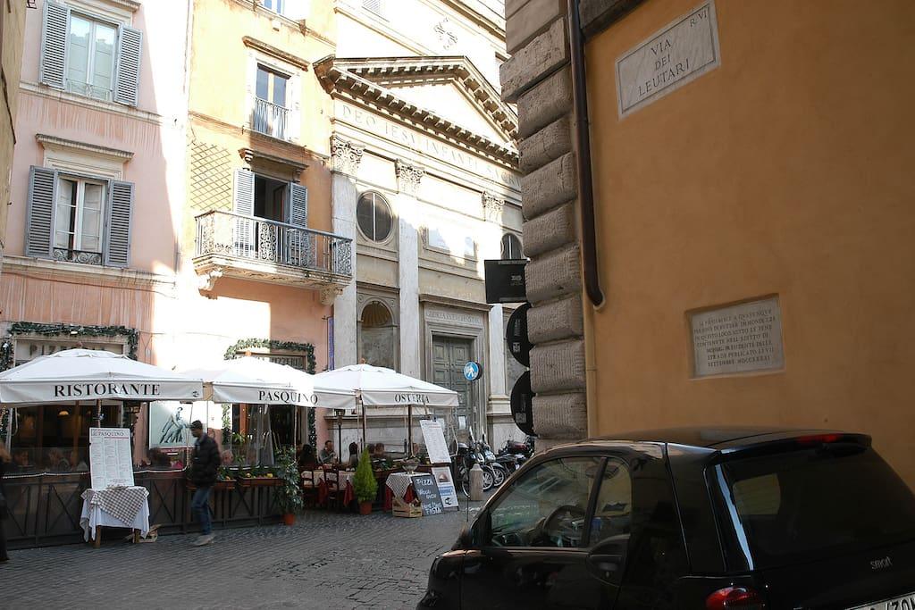 via dei Leutari 29 - piazza Pasquino - Navona