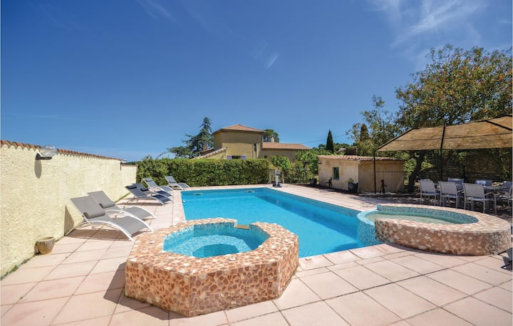 Holiday cottage with 5 bedrooms on 130m² in Bourg Saint Andeol