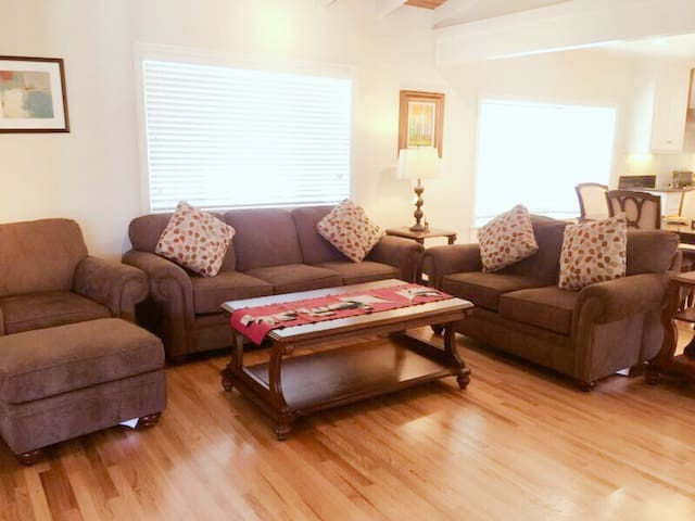 Glendora single family unit with rooms for rent.