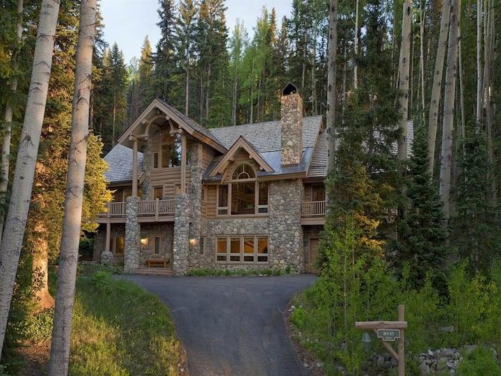 Excellent Ski Access - 6 Bedrooms - Amazing Views!