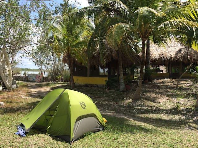 Laguna y Camping en la Reserva Much Kanan Ka´ax.