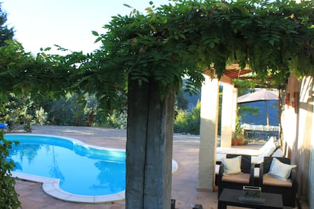Heated pool, quiet, amazing view, medieval village - Châteaudouble - Villa