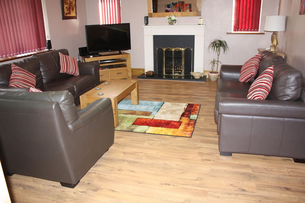 large 20ft lounge which is air conditioned. All contemporary with 3D TV sateelite sports and movies