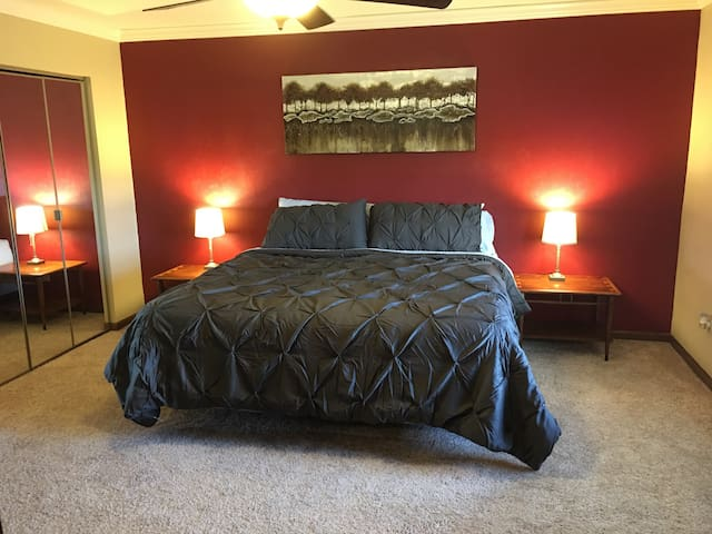 Master King Suite, near St. Louis - Belleville