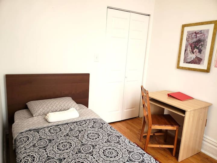 QUIET SAFE AREA, CLEAN APARTMENT + FREE PARKING