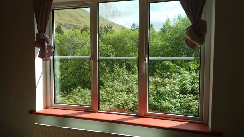 Amazing views, Cosy 2BD + Parking - Leenane - House