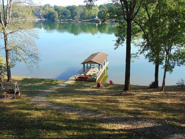 NEW! LakeHome Sundays Free w/Stays thru Sat. Night