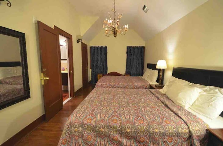 Private room pvt  bath NYC BUS 35 min TIME SQUARE