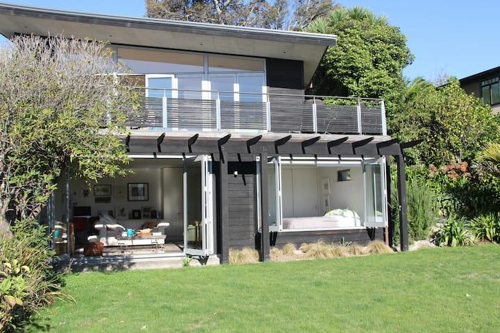 Luxurious accommodation at Tahunanui Beach
