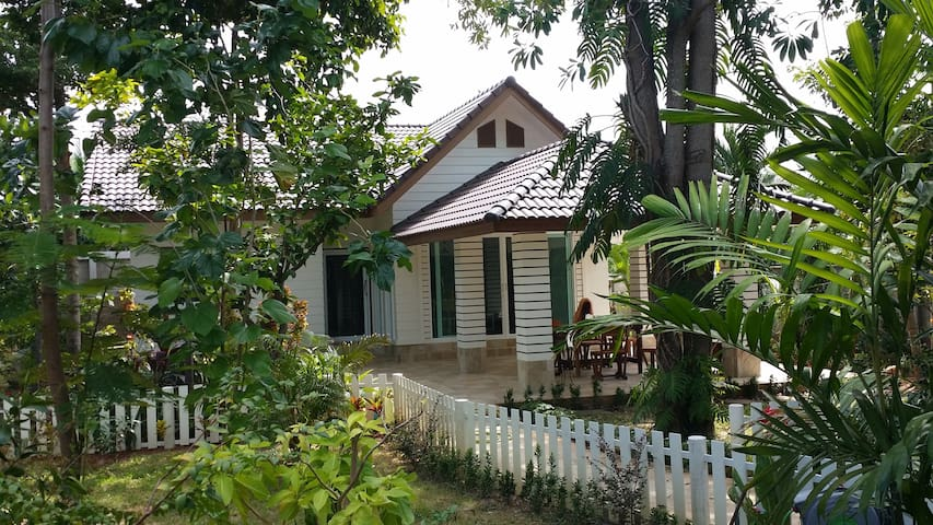 House, 500 m from the sea, 700 m by road. - Tambon Taphong