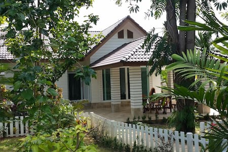 House, 500 m close by the sea, by road it's 700 m - Tambon Taphong