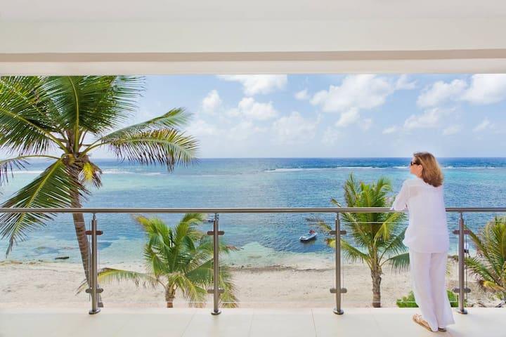 Sea Palm Villas Beautiful Beachfront accomodation - Bodden Town