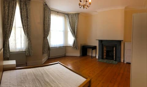 Spacious Double Room in Nice House in Clapham