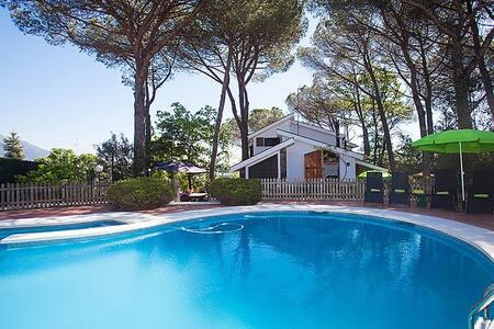 Vistas al Montseny desde la piscina - Santa Maria de Palautordera