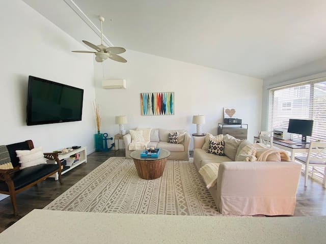 Perfect Summer Rental - Modern Beach Apartment
