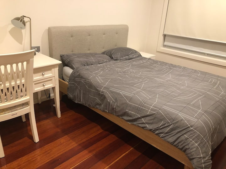 Modern and quiet bedroom in great location