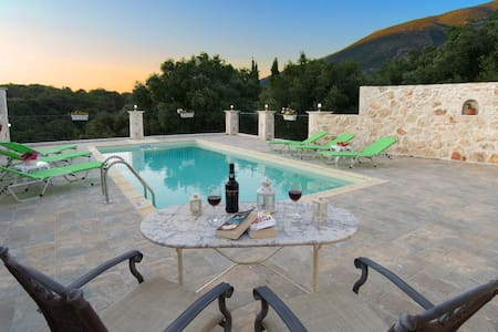 SECLUDED STUNNING VILLAGE  VILLA WITH PRIVATE POOL - Grizata - 別荘