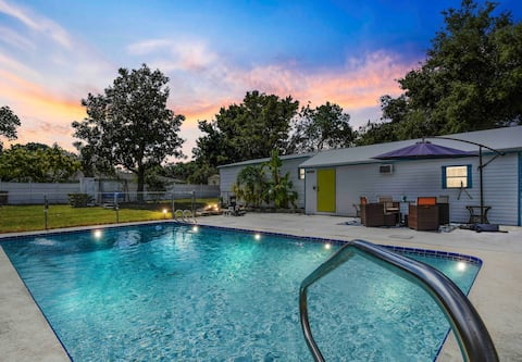 Adorable Agave suite w/ pool and private entrance