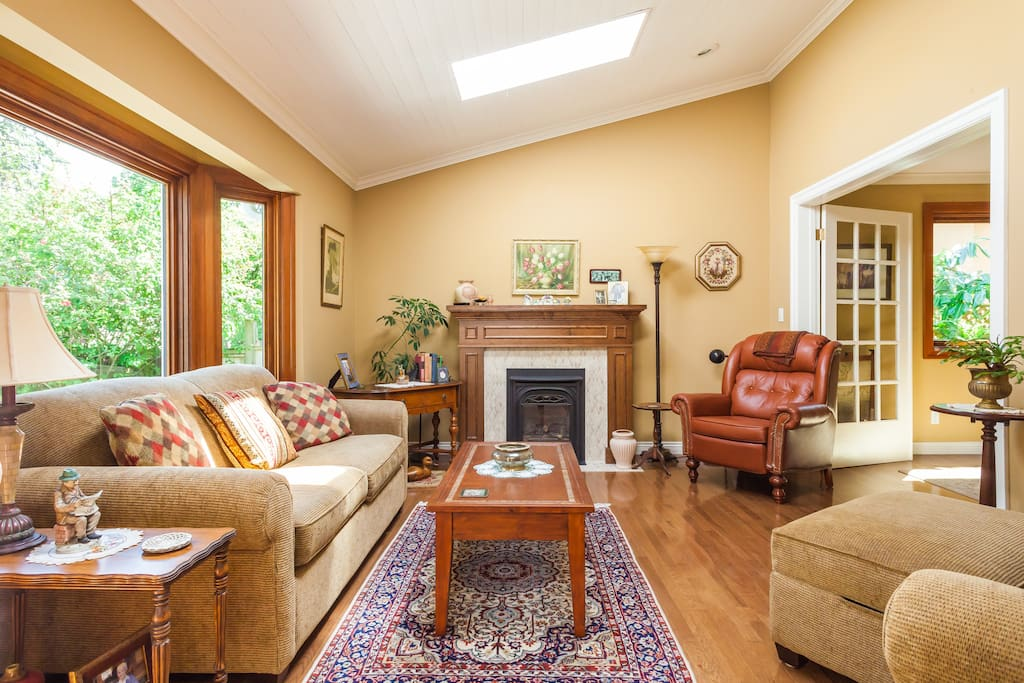 Living room with skylights, bay window and gas fireplace