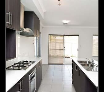 Room Close to Airport - Redcliffe - House - 2