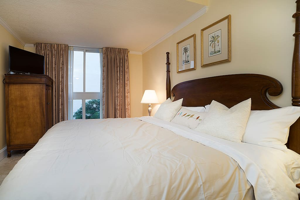 Enjoy the king size bed with new mattress. Fresh sheets and fluffy pillows help you get a restful sleep.  If you want to catch up on your sleep, black-out curtains help you sleep late.