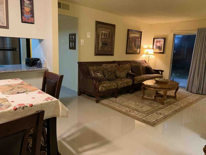 Beautiful Condo 3 Bed/2 Bath Near CSUF/SaveMrt Ctr
