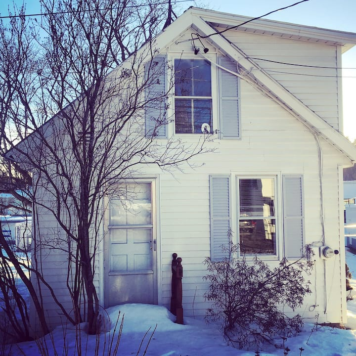 Very Clean Adorable 2 Bedroom House in the Village