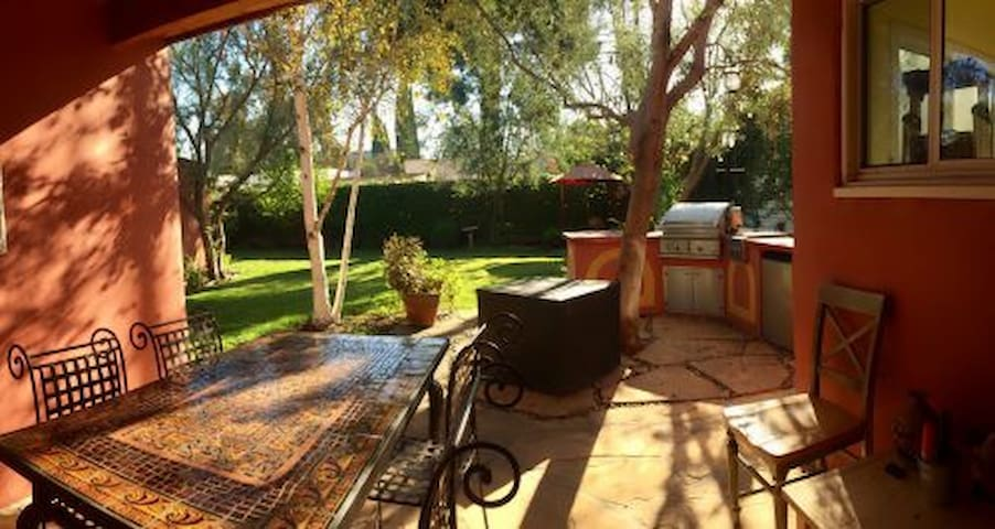 PRIME West Hollywood 2BD/2BA Furnished Home - Los Angeles - Huis