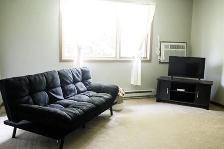 Cozy Apt Near Main St,Laura Ingalls Sites&Prairie