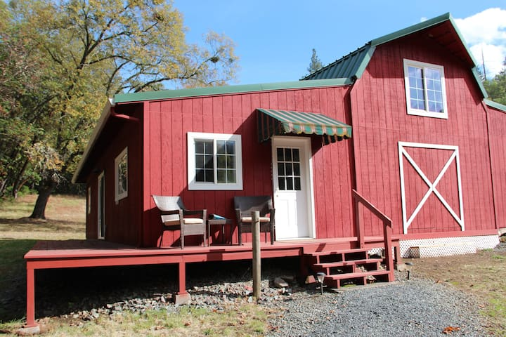 Private Guesthouse on Acreage