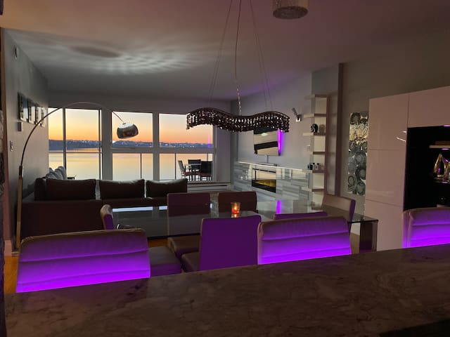 Luxury 2 bedroom Condo on the ocean - sleeps 6