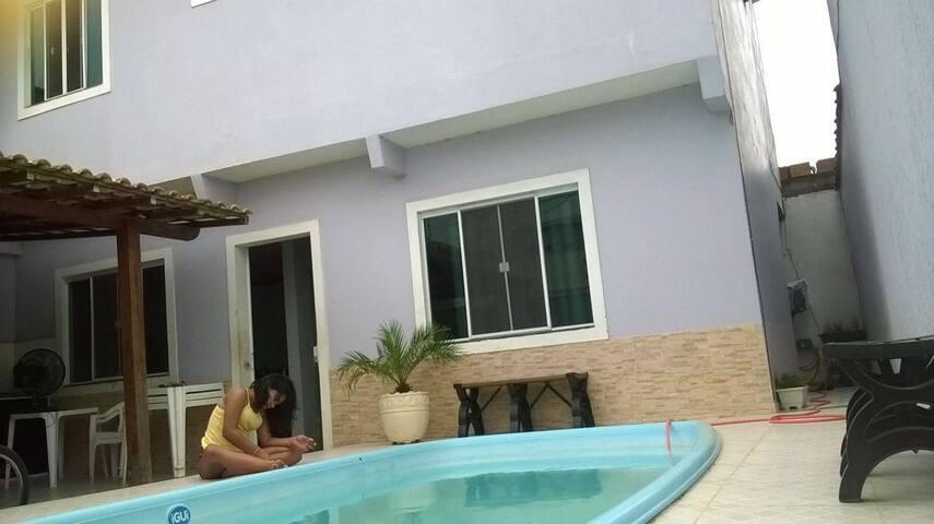 Casa independente com piscina e área goumert.