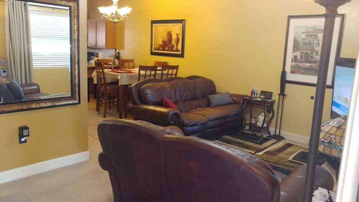Cozy condo Near Zion, 20 minutes from airport